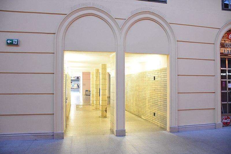 File:Praha-Masarykovo-nádraží-interiér2017i.jpg