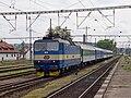 Praha-Smíchov, vjíždějící ryclík s lokomotivou 363.jpg