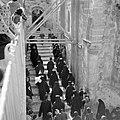 Priesters van de Grieks Orthodoxe kerk in processie onder de steigers bij het ve, Bestanddeelnr 255-5260.jpg