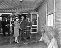Prinses Margriet te Metslawier (Friesland), Prinses Margriet tijdens rondgang, Bestanddeelnr 917-8927.jpg