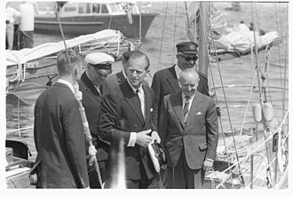 Frank Roberts (diplomat) - Ambassador Roberts sailing with HMY Bloodhound during Kiel Week