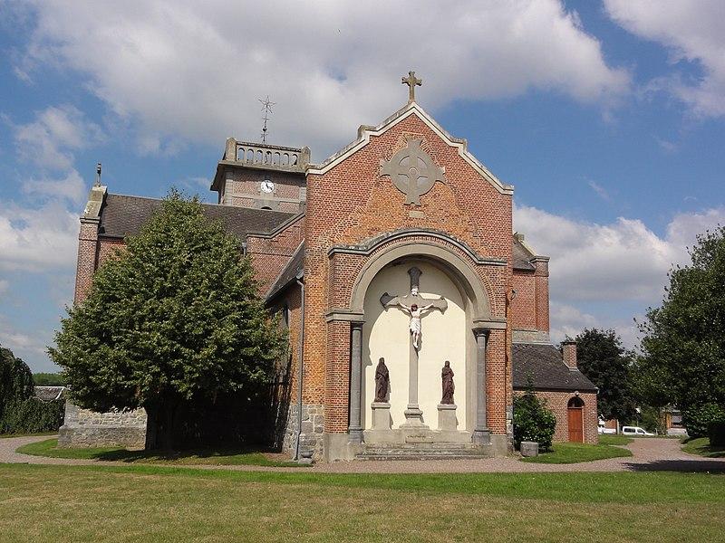 Prisches (Nord, Fr) Église Saint-Nicolas, chevet et calvaire