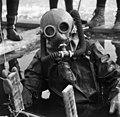 Ráckeve 1972, búvár merülése a befagyott Ráckevei (Soroksári)-Dunába. Fortepan 87606.jpg