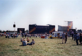 Reading and Leeds Festivals - The main stage of the 2000 Reading Festival