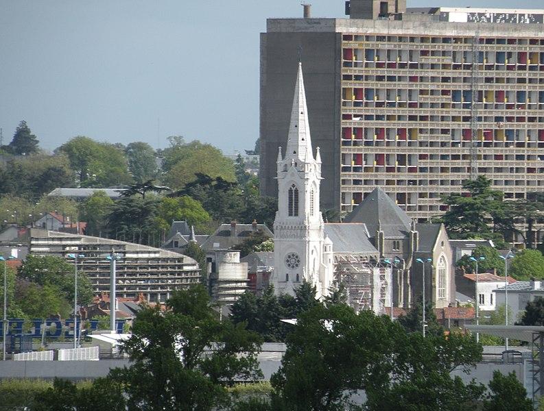 Le centre-ville de Rezé: mairie, église Saint-Pierre et Cité Radieuse