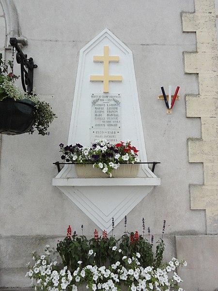 Richardménil (M-et-M) monument aux morts contre l'église