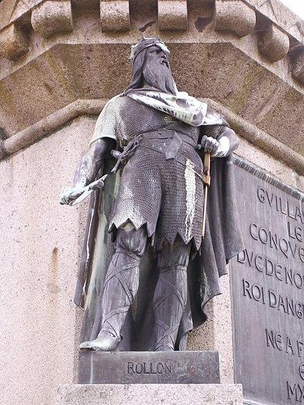 Rollo statue in falaise.JPG