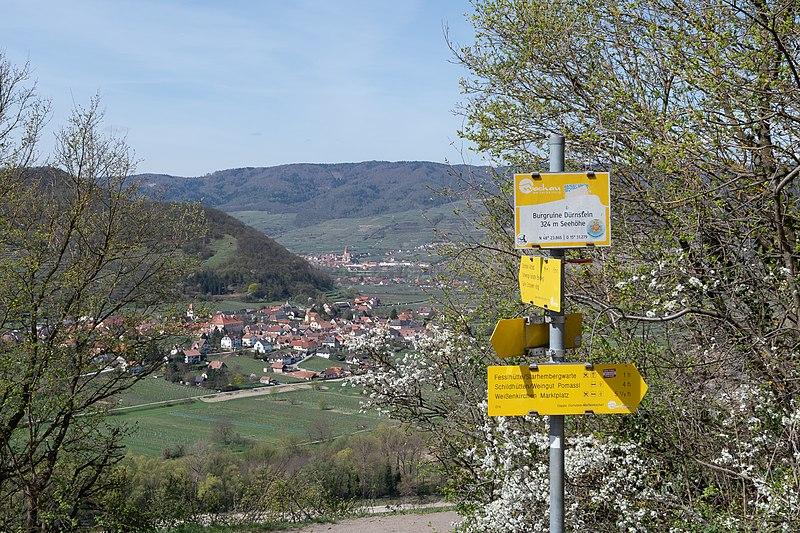 File:Rossatz-Arnsdorf Weißenkirchen-7402.jpg