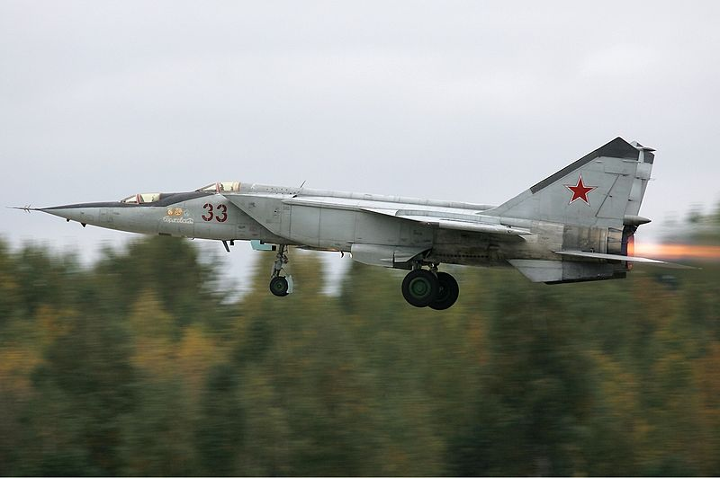 http://upload.wikimedia.org/wikipedia/commons/thumb/8/85/Russian_Air_Force_Mikoyan-Gurevich_MiG-25RU_Pichugin-1.jpg/800px-Russian_Air_Force_Mikoyan-Gurevich_MiG-25RU_Pichugin-1.jpg