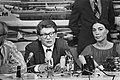 Russische dissident Amalrik en echtgenoot op Schiphol, Andrej en Gjoezel, Amalri, Bestanddeelnr 928-6938.jpg
