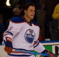 alt=Description de l'image Ryan Jones Oilers 2012.jpg.