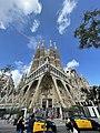 Sagrada Familia outside View.jpg
