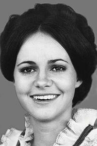 Sally Field 1971 (cropped).jpg