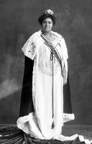 Sālote Tupou III - Queen Salote in her coronation robe