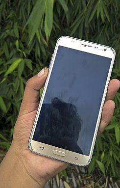 fd251b07556 Samsung Galaxy J7 - Wikipedia, la enciclopedia libre