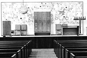 Congregation Kneses Tifereth Israel - Image: Sanctuary and bima