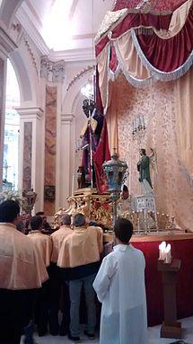 Statua di San Rocco intronizzata nella Chiesa Madre, in occasione della festa patronale.