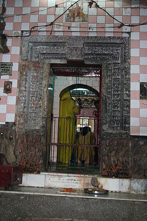 Pehowa - Image: Saraswati Temple main entrance ancient archway