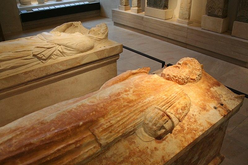 Fichier:Sarcophages puniques musée Louvre.jpg