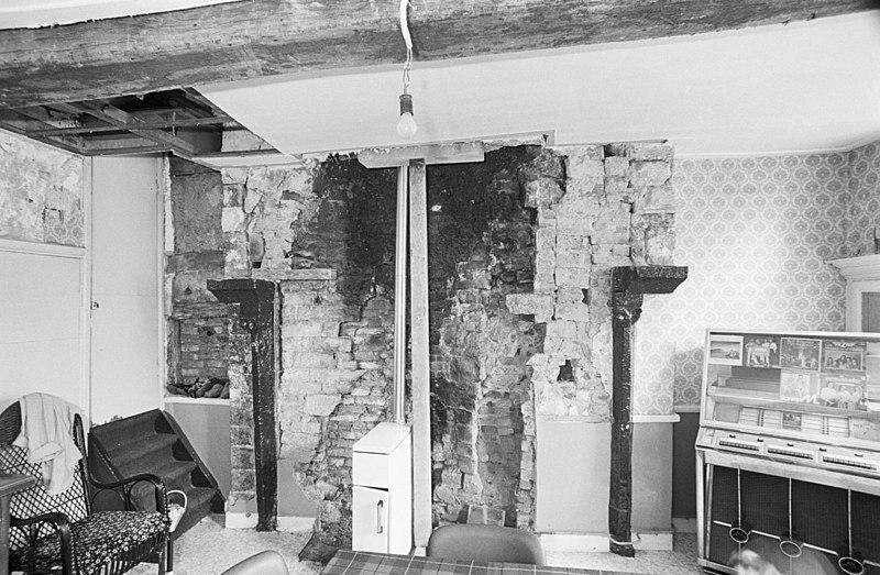 Pand onder een zadeldak met links aangrenzend huis in eijsden monument - Woonkeuken american ...