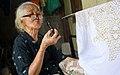 Seorang Nenek yang Masih Tetap Melestarikan Budaya Batik Tulis.jpg