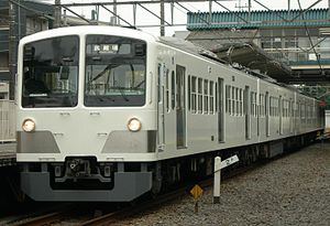 Series New101 259F in Kyoteijyo-mae 20101117.jpg