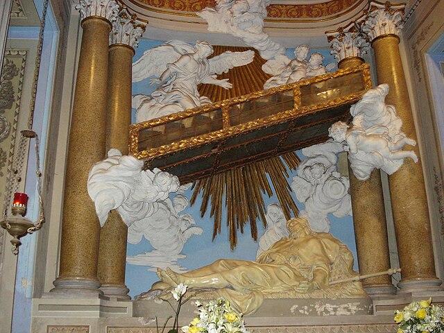 https://upload.wikimedia.org/wikipedia/commons/thumb/8/85/St_Alexis_Chapel.jpg/640px-St_Alexis_Chapel.jpg