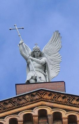 St Michael Berlin Engel Statue Kiss.JPG