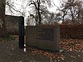Stadtpark Treuenbrietzen gefallene sowjetische Soldaten südwestlicher Teil mit Stele.jpg