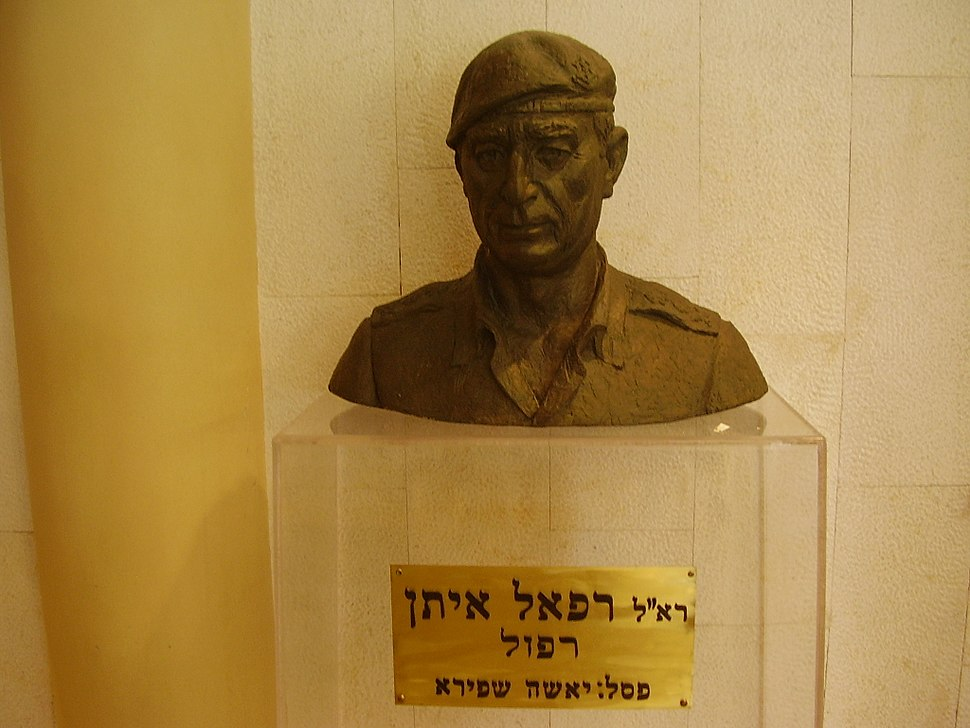 Statue of Rafael Eitan in Ramat Gan