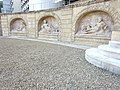Statues fontaine Gorze.jpg