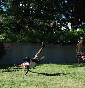 Flare (acrobatic move) - Image: Street Acrobats in DC 2013 06 07 05