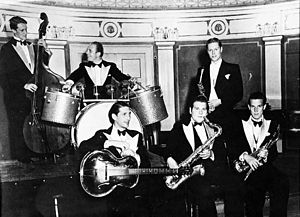 Arvid Gram Paulsen - Gram Paulsen with Svein Øvergaards Orchestra, Oslo, 1939.  Gram Paulsen is no. 3 from the right.