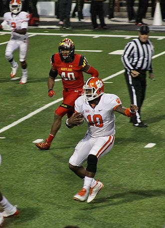 Tajh Boyd - Tajh Boyd scrambles during a 2013 game against the Maryland Terrapins.