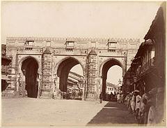 Teen Darwaza 1880s.jpg
