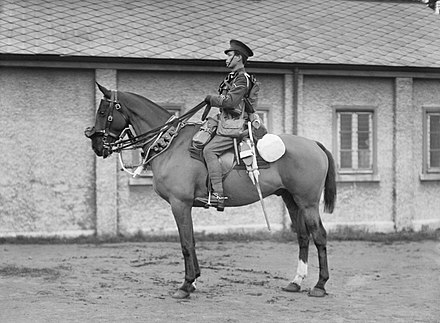 A British cavalry trooper in marching order (1914-1918) The British Army on the Home Front, 1914-1918 Q30432.jpg
