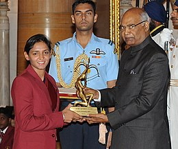 The President, Shri Ram Nath Kovind presenting the Arjuna Award, 2017 to Ms. Harmanpreet Kaur for Cricket, in a glittering ceremony, at Rashtrapati Bhavan, in New Delhi on August 29, 2017.jpg