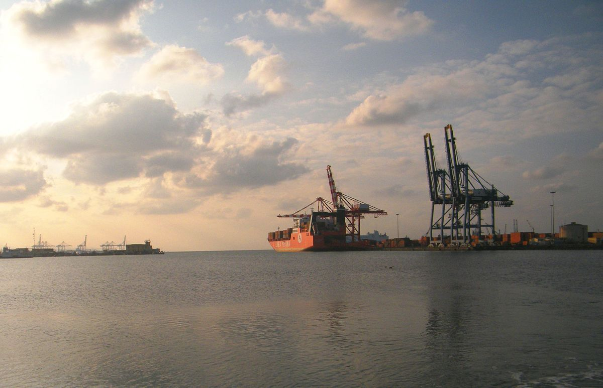 port economics Larger ships are found to be more economic in vessel time costs per ton of cargo  loaded  the economics of multi-port itineraries for large container ships.