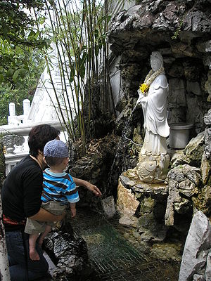 Thean Hou Temple - Small fountain with the Goddess of Mercy dispensing water from her jar