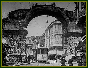 Arch of Galerius and Rotunda - The arch in 1930