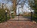 Toegangs poort begraafplaats Wierhuizen.JPG