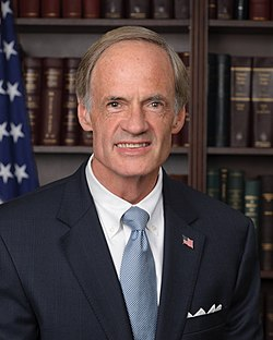 Tom Carper, official portrait, 112th Congress.jpg