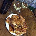 Tomando un vino con empanada de zorza y mejillones (23605016996).jpg