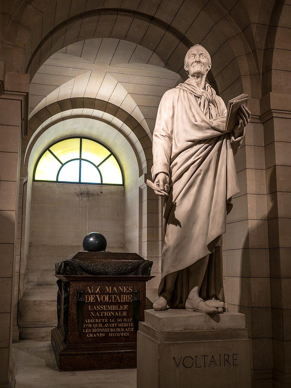 Tombeau et statue de Voltaire, Paris 8 juin 2014