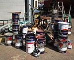 Tomma färgburkar Smögens varv.jpg