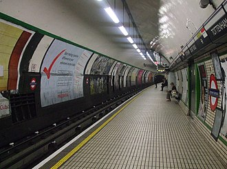 Tottenham Court Road tube station - Image: Tottenham Court Road stn northbound Northern look north