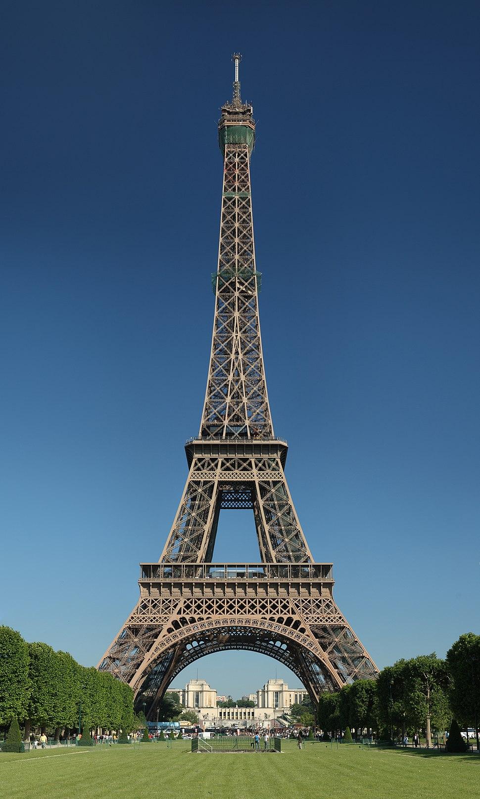 Tour Eiffel Wikimedia Commons (cropped)