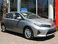 Toyota Auris 1.6 LEi 2014 (10768291805).jpg