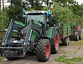 Traktor med lovad skrinda.jpg