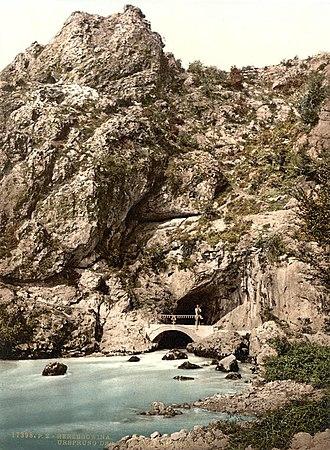 Trebišnjica wellsprings group - Dejanova Pećina, main wellspring of the Trebišnjica river - photochrome cca 1890